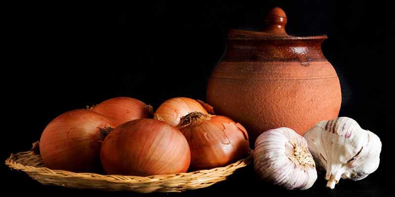 Ajos y cebollas, ricas en aminoácidos azufrados y útiles para la eliminación de metales pesados