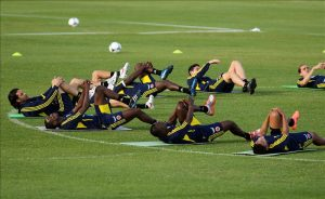Calentamiento físico previo a un partido de fútbol