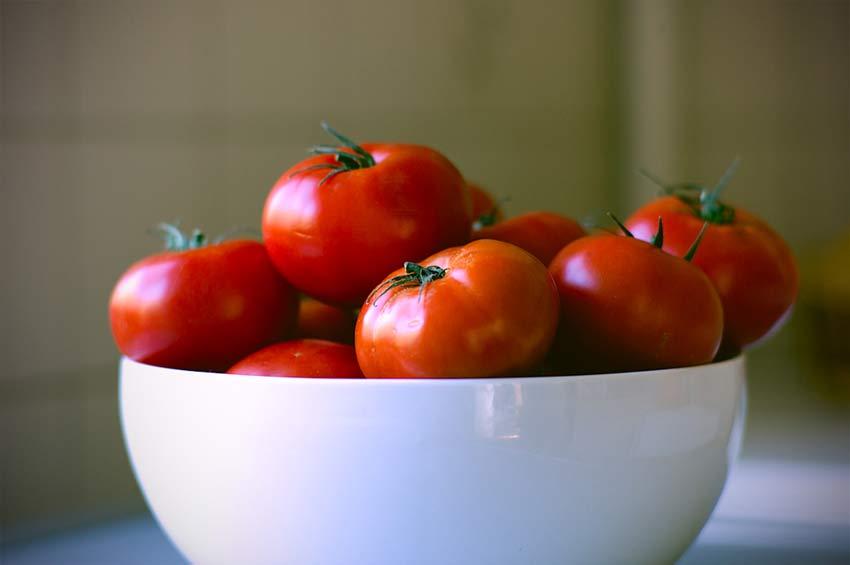 El tomate es fuente de licopeno, un tipo de carotenoide.