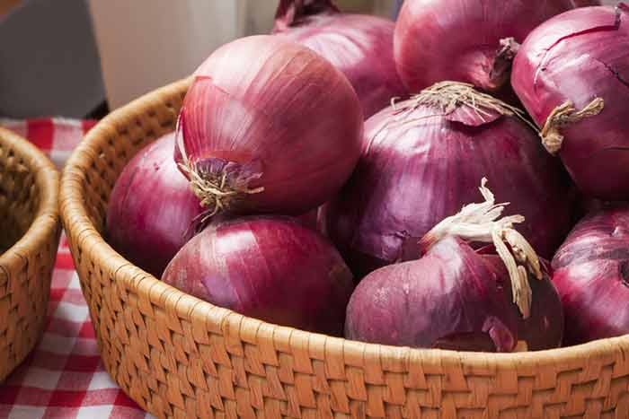 La cebolla morada es la principal fuente de quercetina