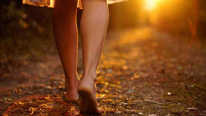 Grounding. Beneficios de caminar descalzo