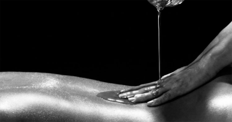 El masaje en las prácticas sexuales tántricas