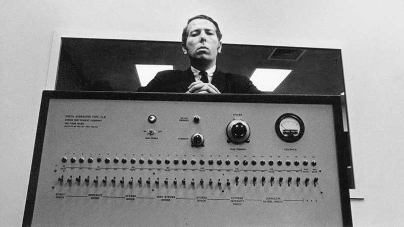 Stanley Milgram y el sistema generador de descargas eléctricas