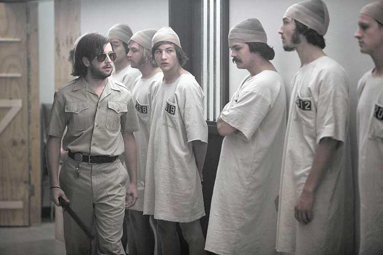 Uniformidad de los presos y guardias durante el experimento de la cárcel de Stanford